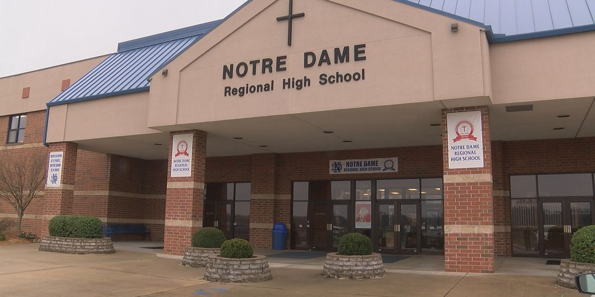 Notre Dame among scores of schools cancelling classes due to COVID-19