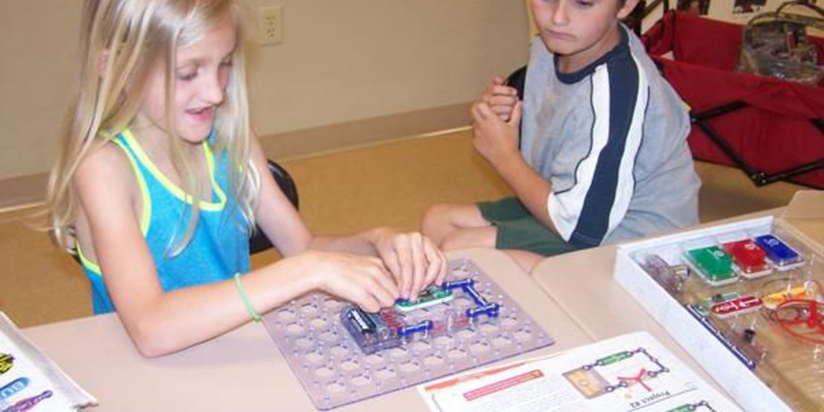 Elementary school students learn how to conduct electricity through open closed circuits