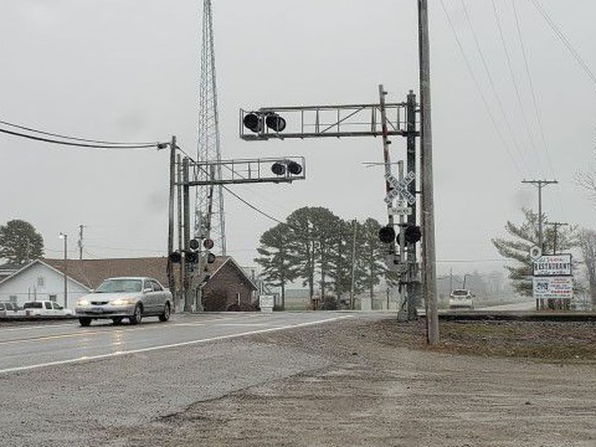 Rte. 146 scheduled to be closed for railroad crossing repairs in Ware, Ill.