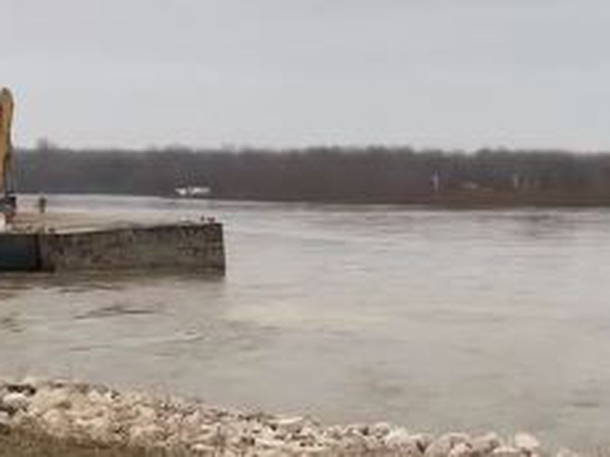 Emergency repairs take place at Dyer Co. Little Levee near Caruthersville, MO