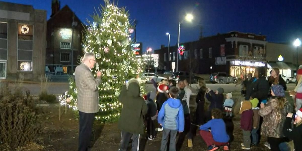 Carbondale holds its annual Community Tree Lighting Ceremony