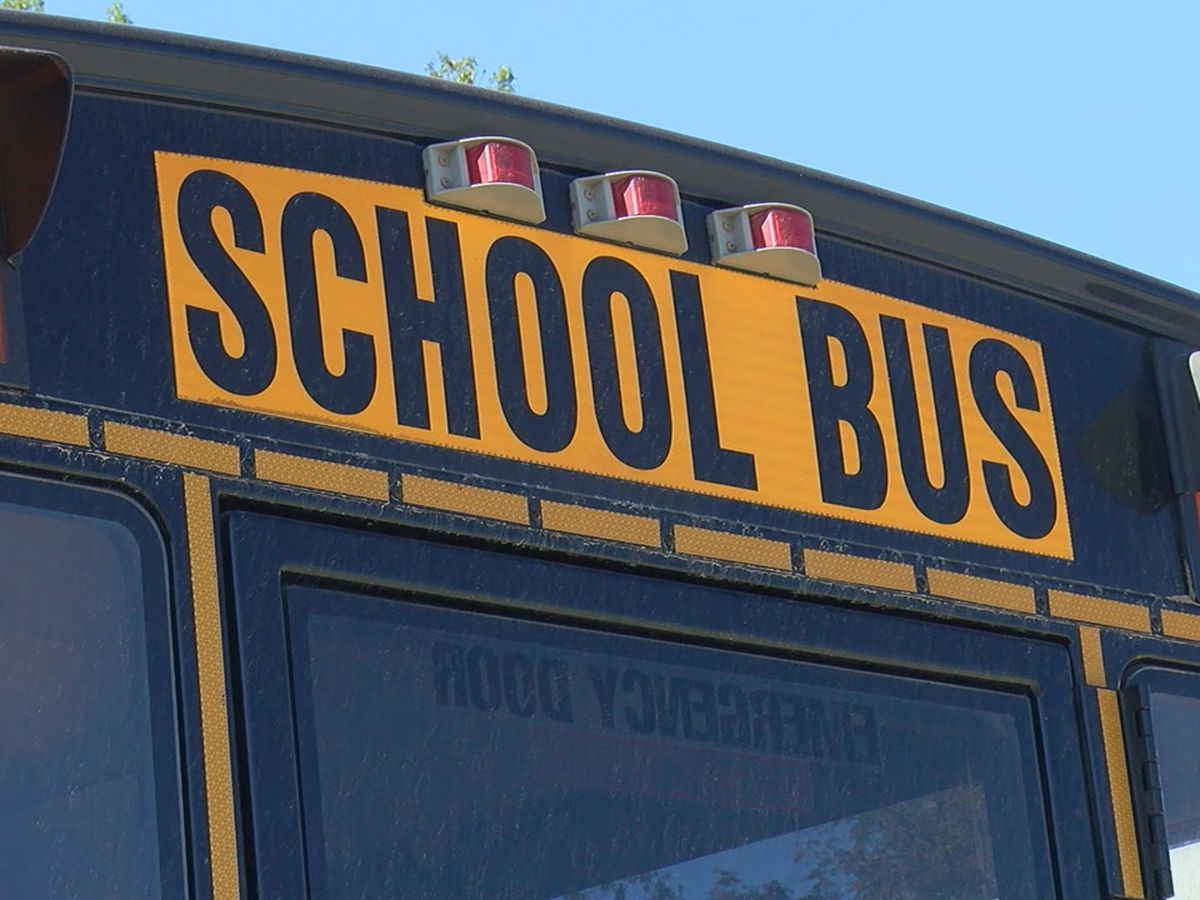 3 injured in crash involving school bus in Franklin Co., Ill.