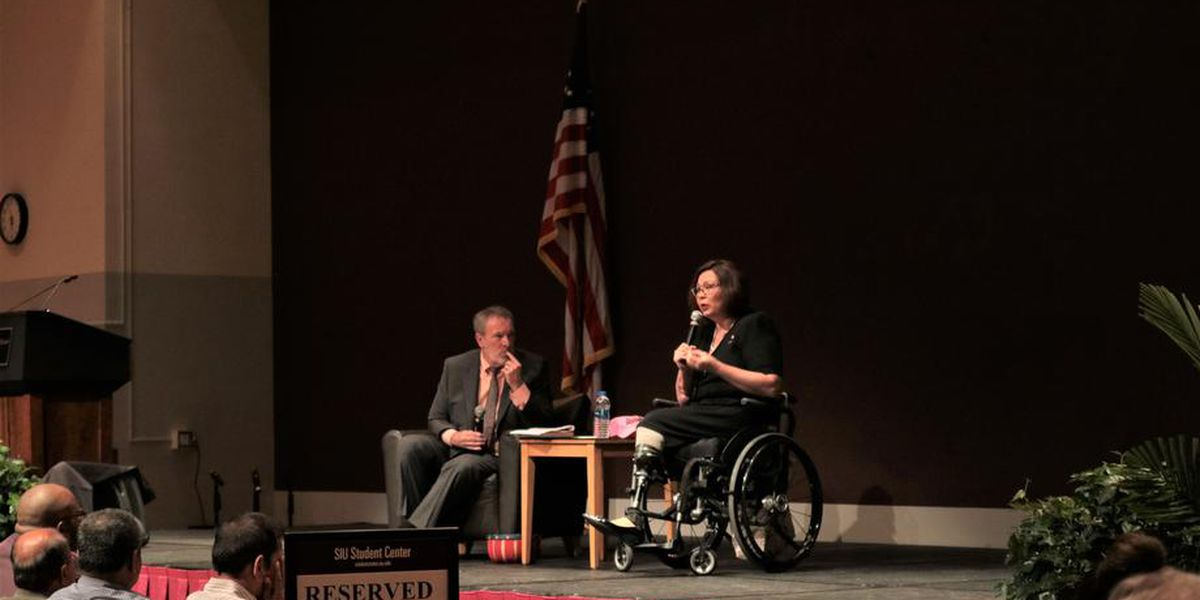 Sen. Duckworth hosts town hall at SIU