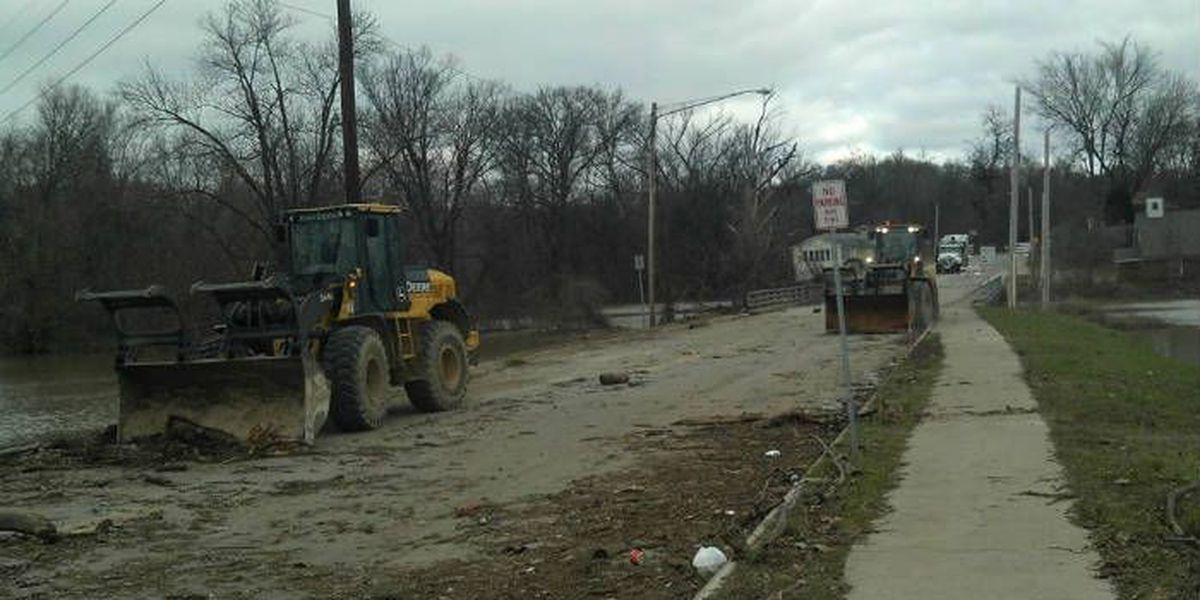 City crews clean up Cape Girardeau roads after New Year Flood