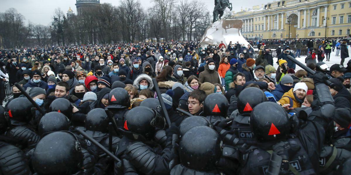 3,400 arrested at protests demanding Navalny's release