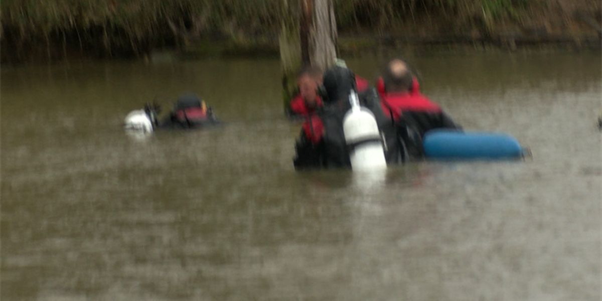 Dive team searches swampy area in Scott County, Mo