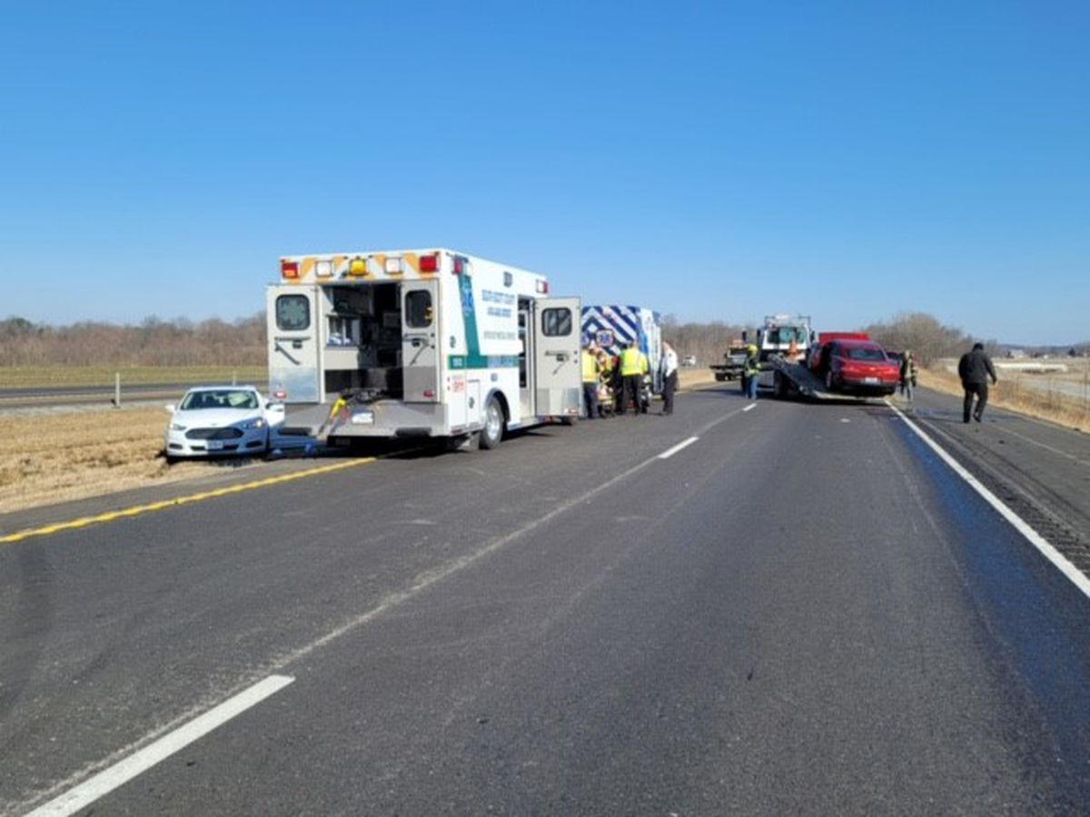 8 injured in 2 related crashes on I-55 in Scott County