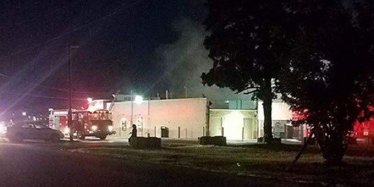 Marion, IL firefighters respond to Dairy Queen fire