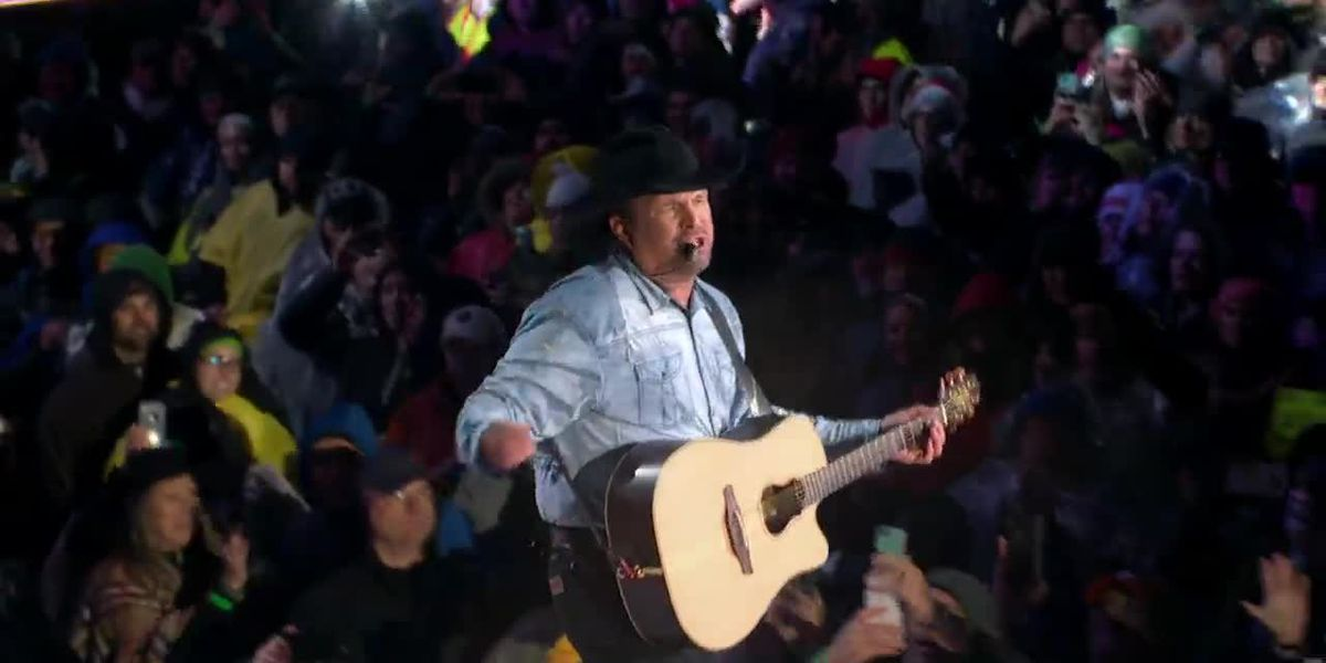 Preview: Garth Brooks performs 'Papa Loved Mama'