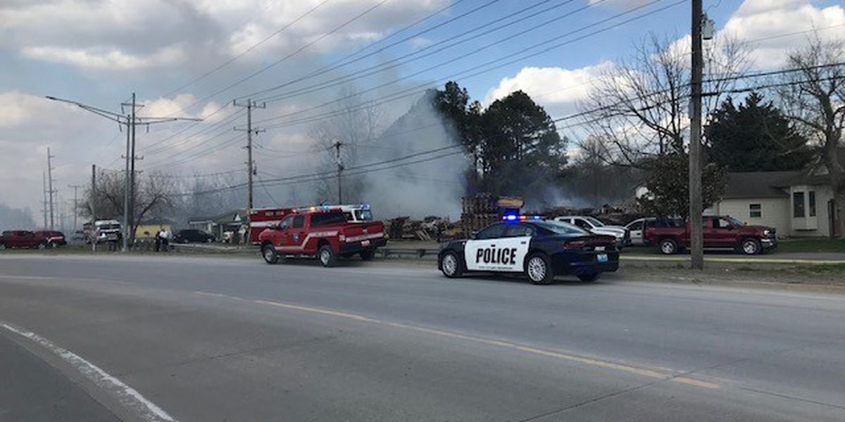Crews respond to pallet fire in Cape Girardeau, Mo.