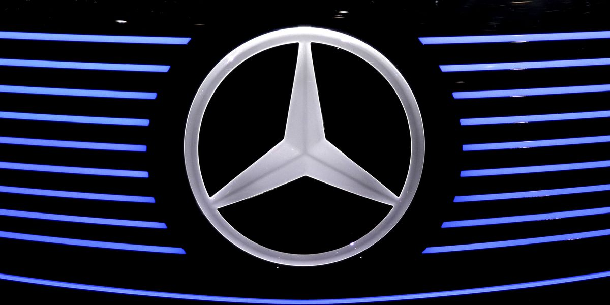 Mercedes-Benz recalls 745,000 cars for sunroofs that could detach