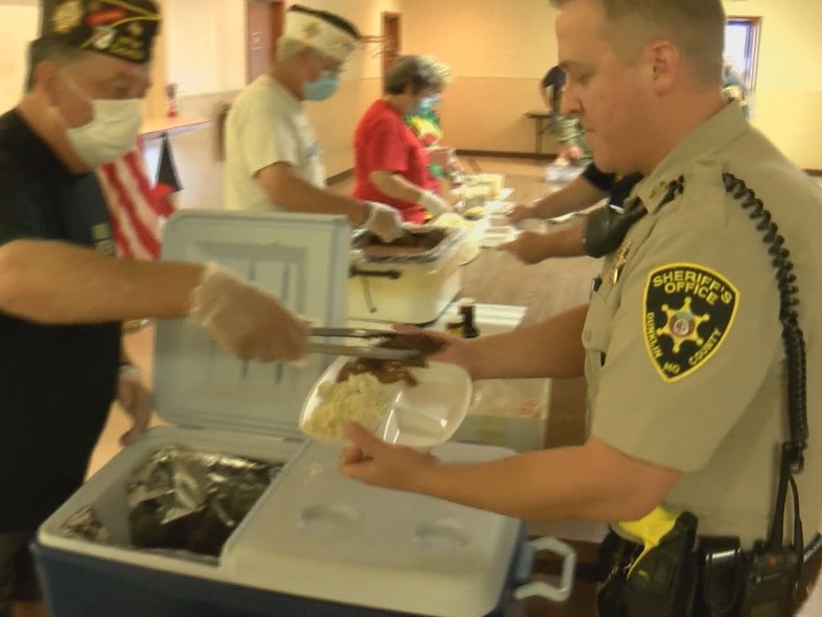 Kennett VFW feeds area law enforcement officers