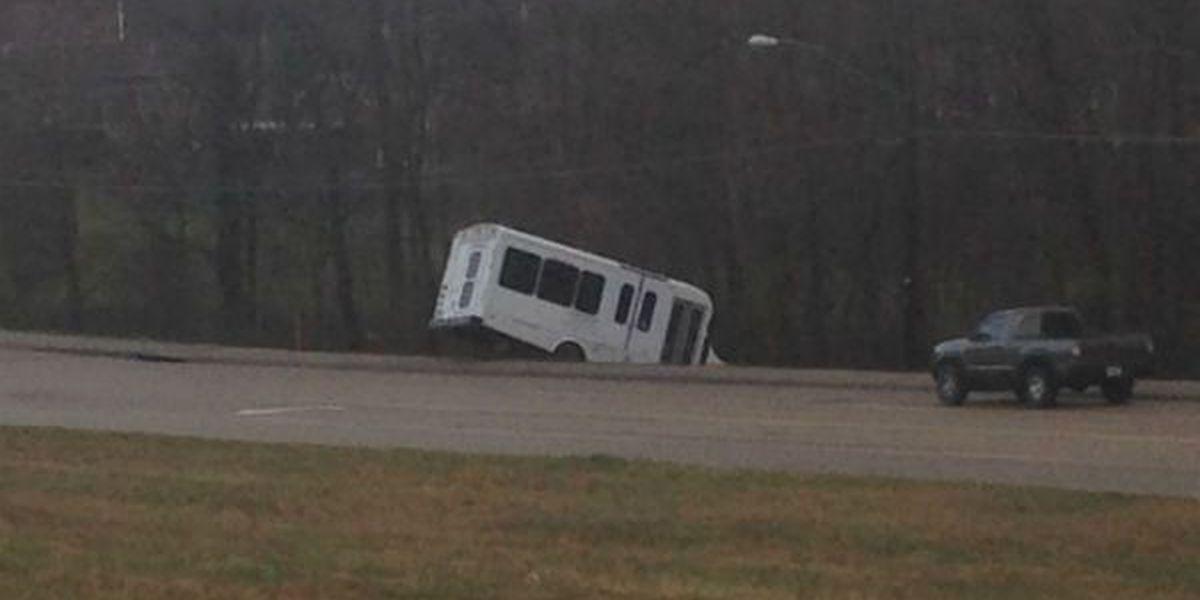 Bus shuttle crashes in Cape Girardeau
