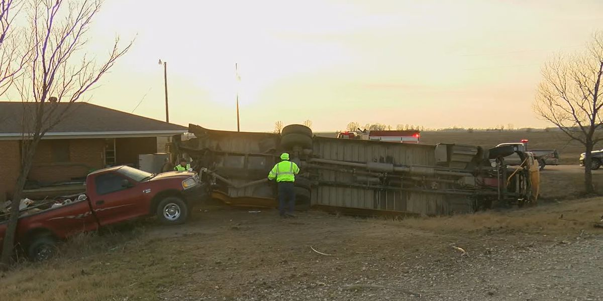School: Dump truck rearends Hoxie school bus, 7 kids injured