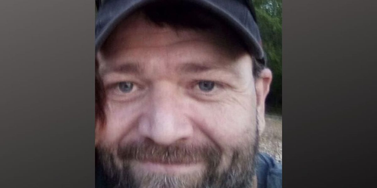 Law enforcement searching for man wanted on several warrants