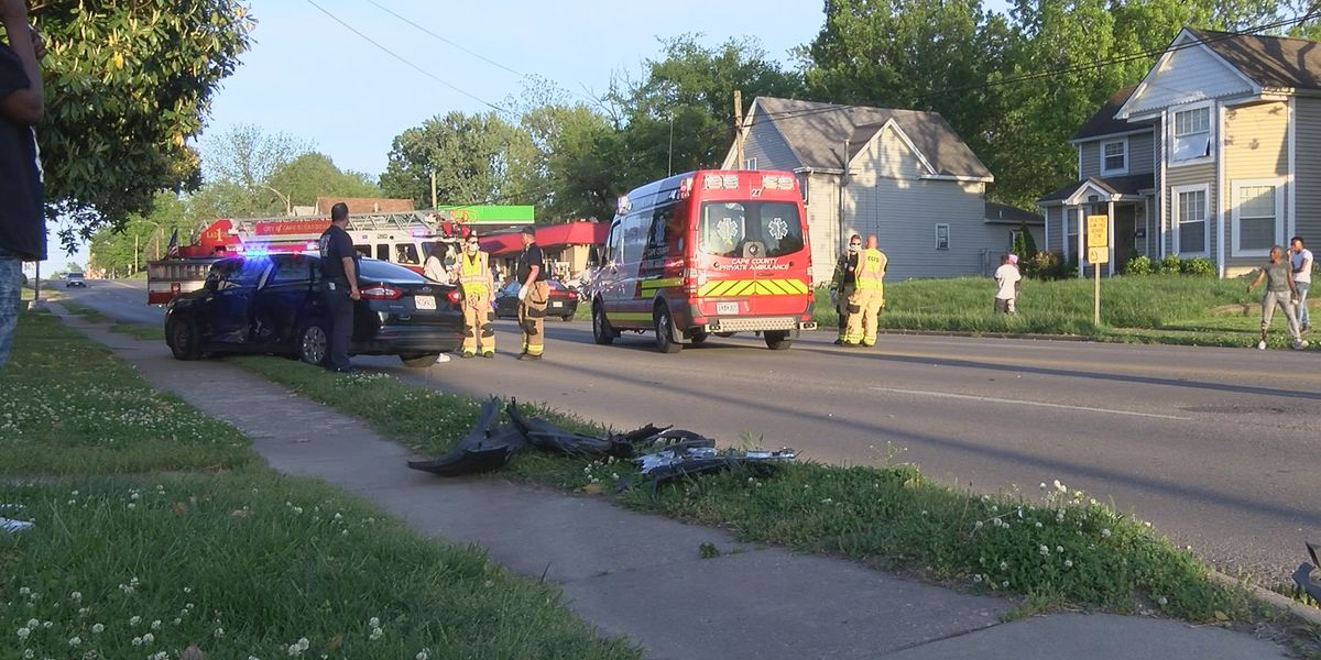 2-vehicle crash on William St. in Cape Girardeau, Mo.