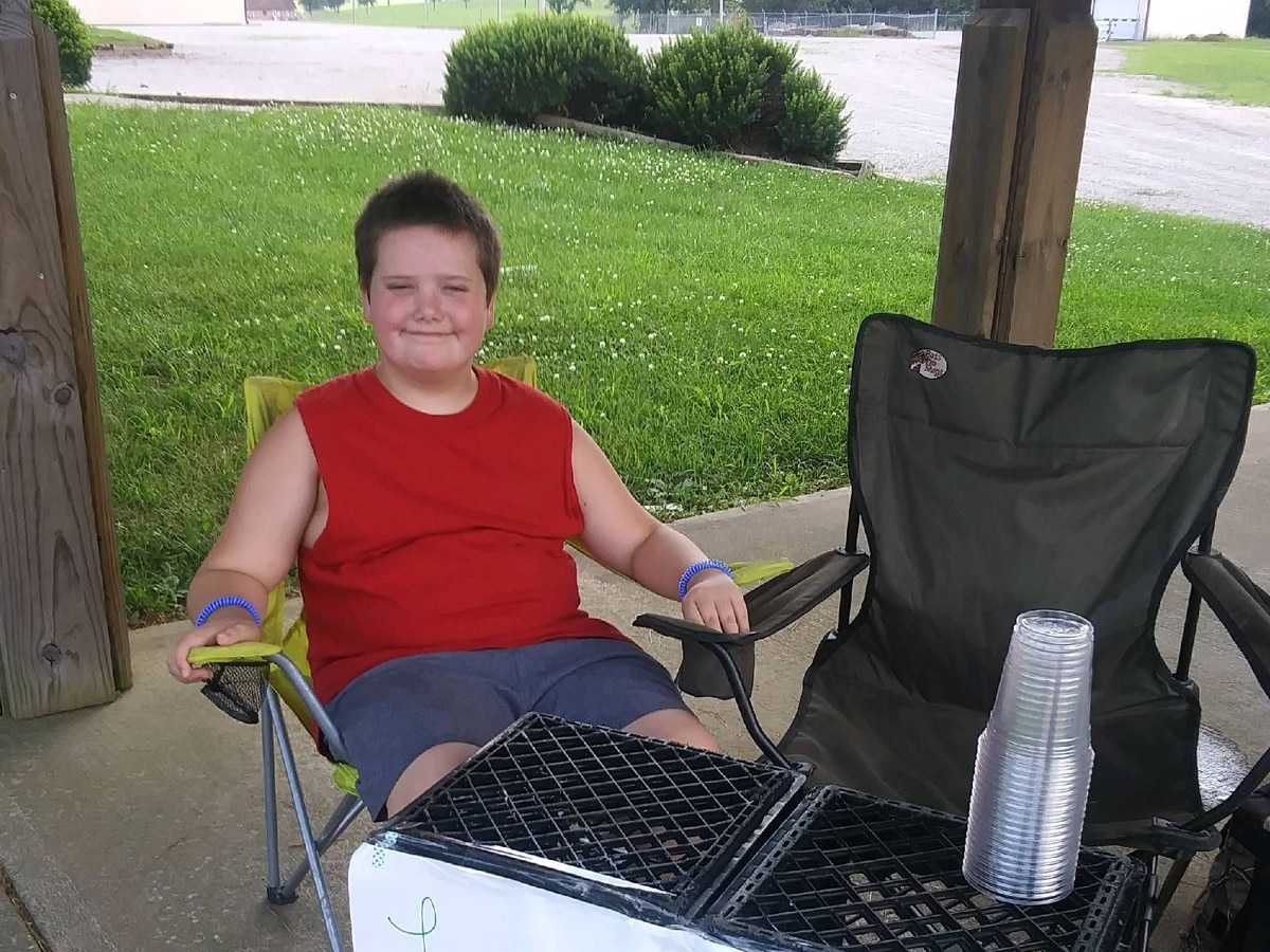 10 year old raises hundreds of dollars for homeless shelter