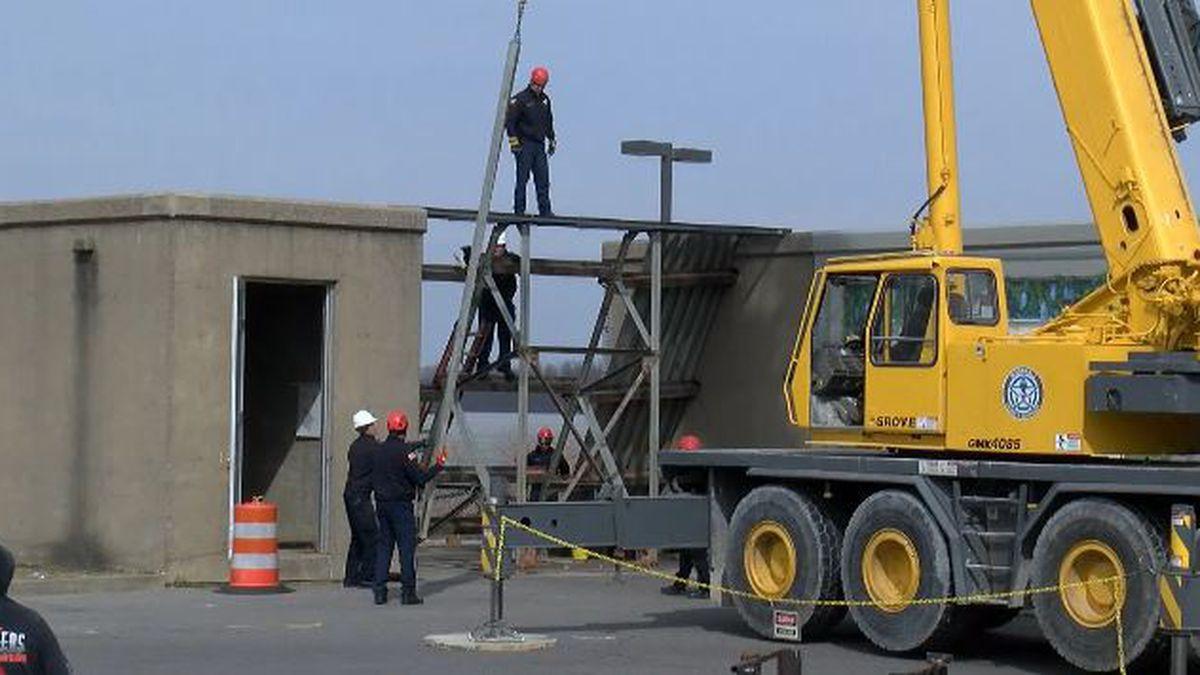 Paducah installs additional floodgates amid rising Ohio River