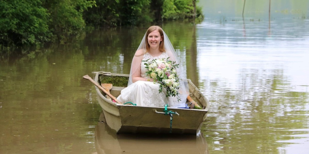 Floodwaters force bride to take a boat to her wedding