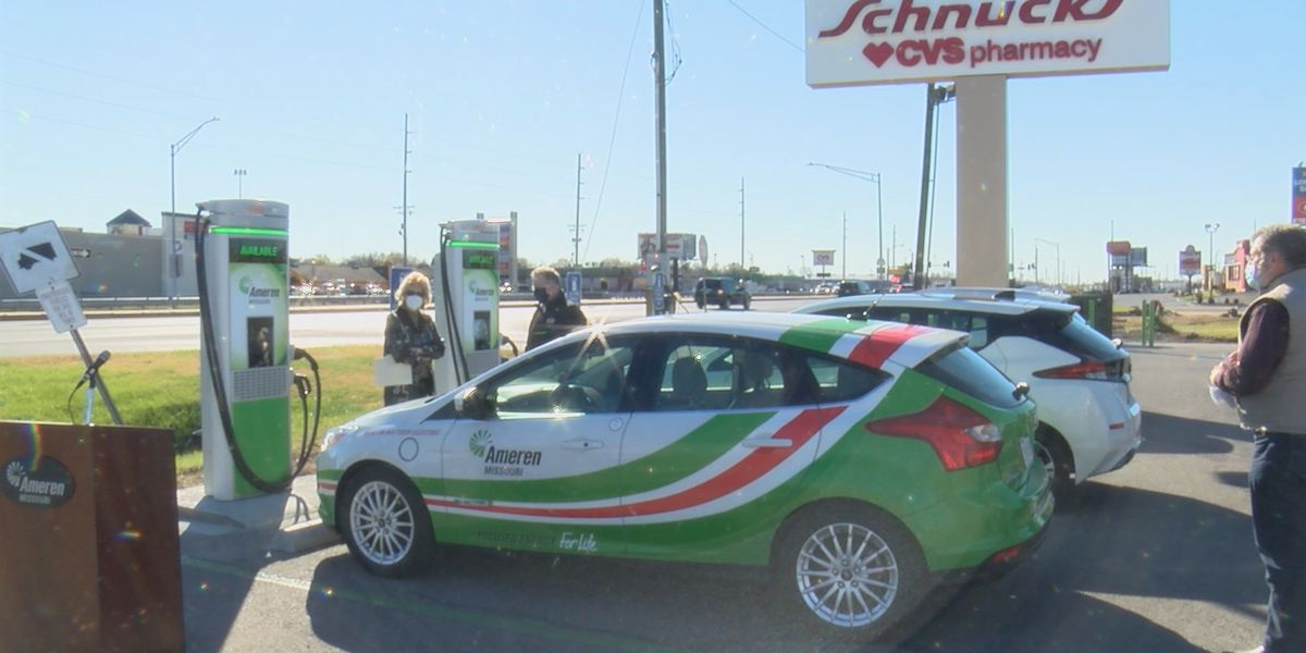 Electric vehicle charging station unveiled at Cape Girardeau Schnucks