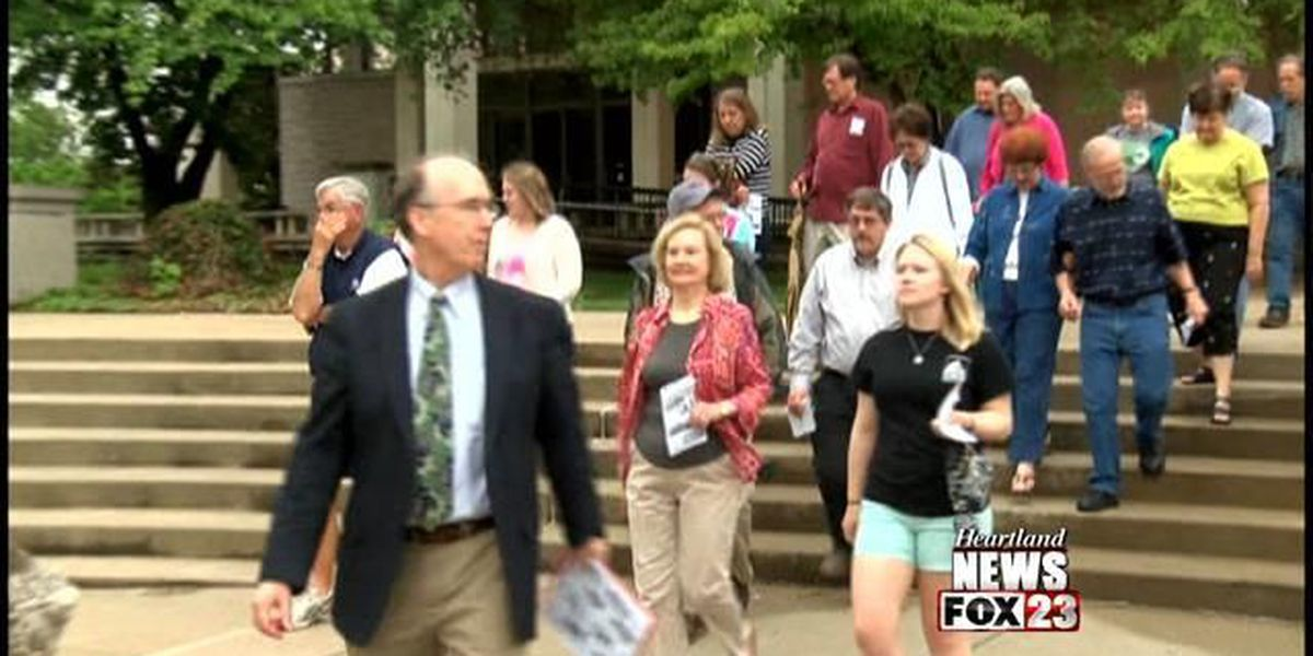 Walking tour held on Southeast campus