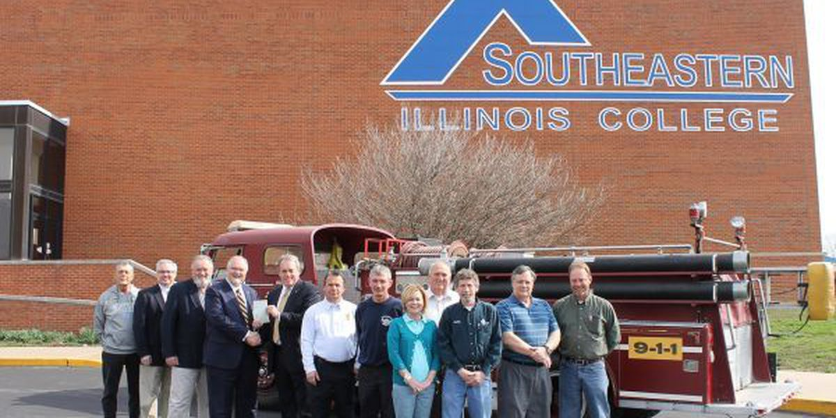 Harrisburg donates fire truck to Southeastern Illinois College
