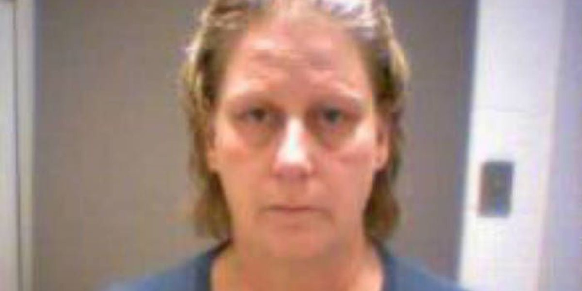 Woman wanted for allegedly passing forged checks in McCracken Co.
