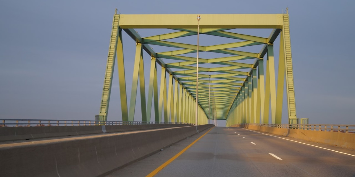 Daytime lane restriction as crews work on U.S. 60 Tennessee River bridge at Ledbetter, Ky.