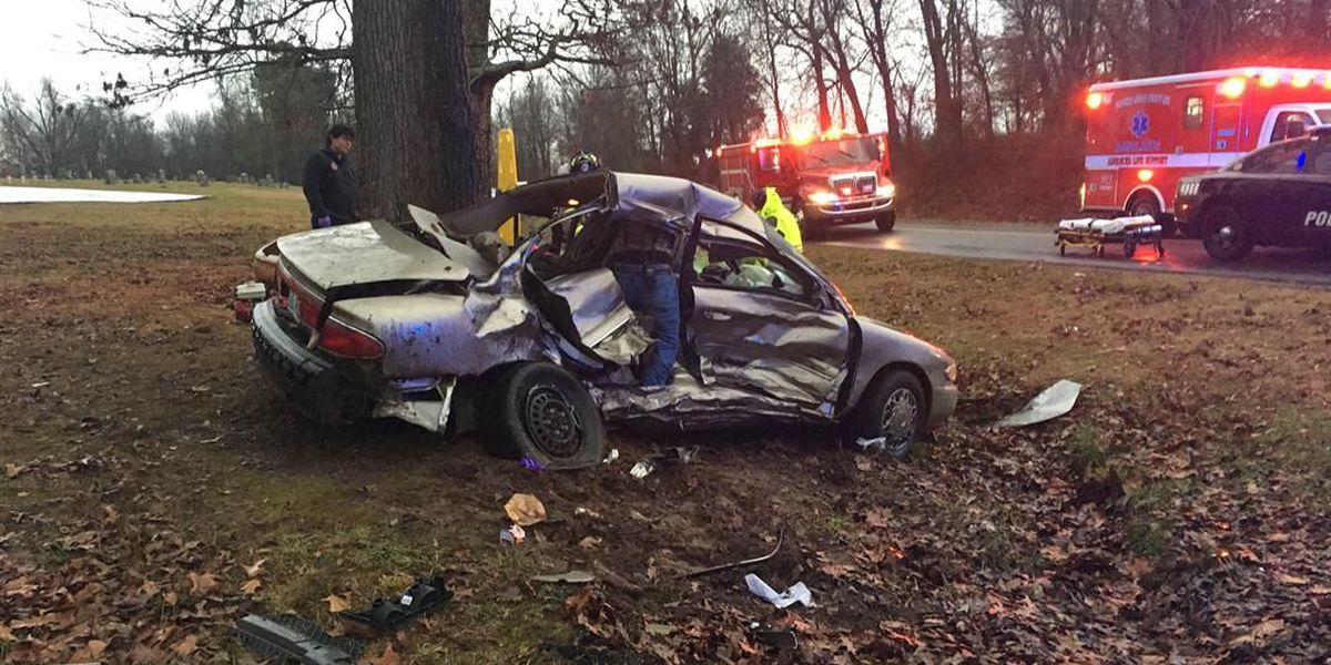 1 sent to the hospital after crash in Graves Co., KY