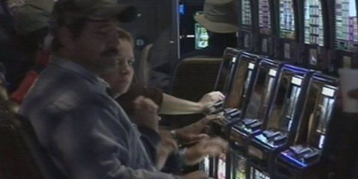 Records: Phone left behind after Illinois casino robbery