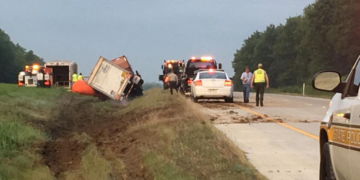 Deer play role in semi truck crash on I-57 in Union County, IL