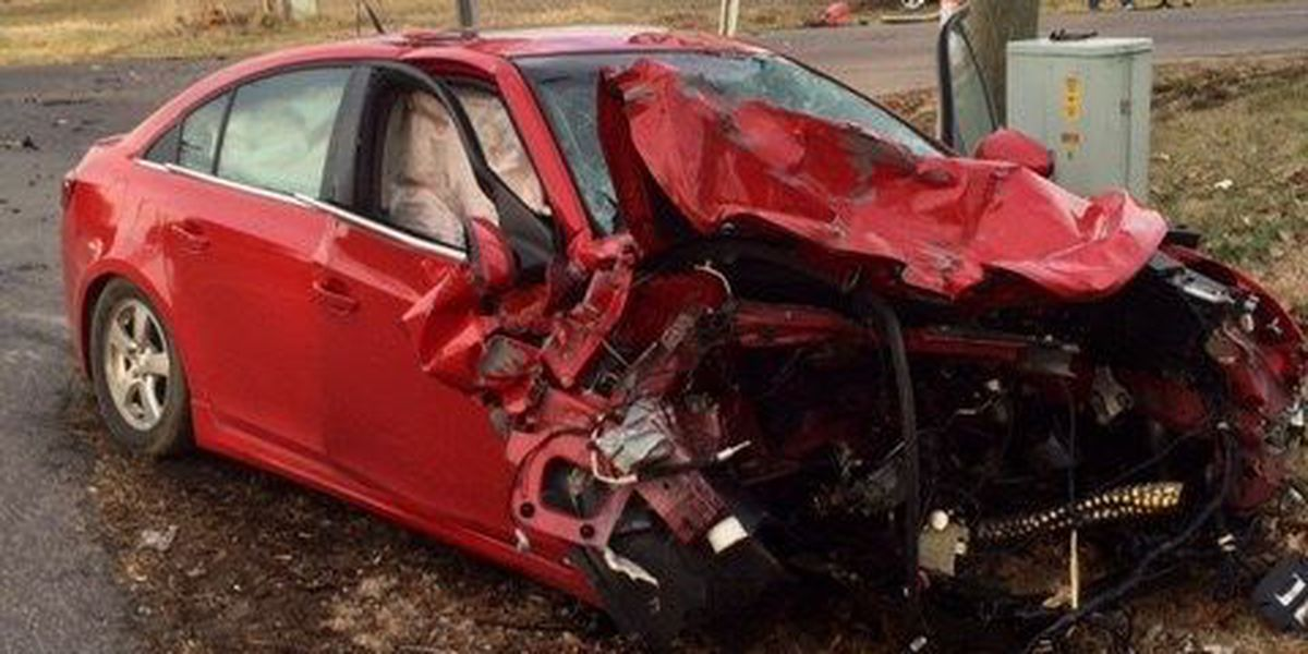 One person injured in two-car crash in Graves Co.
