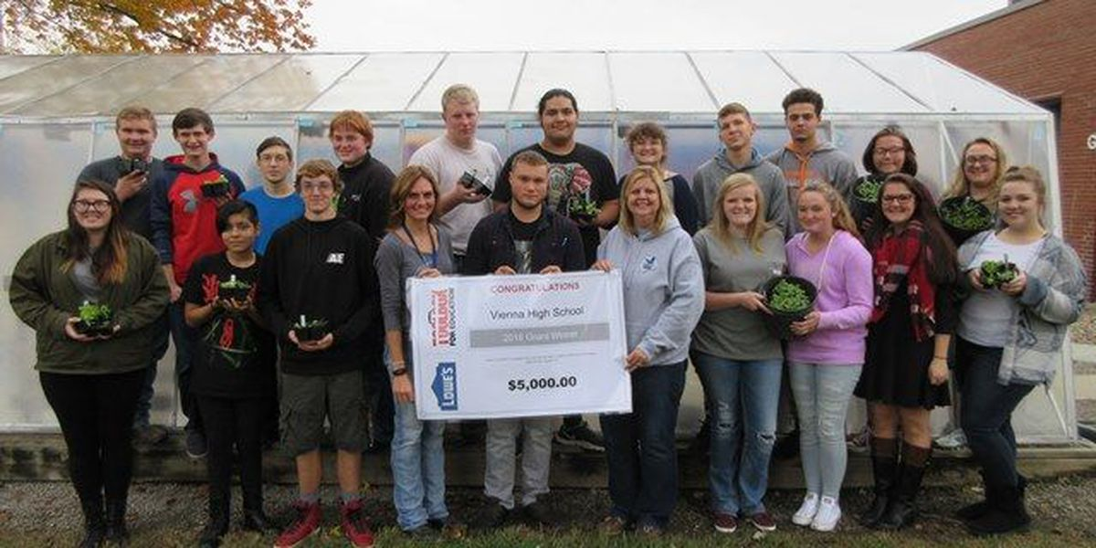Vienna, IL high school gets greenhouse upgraded