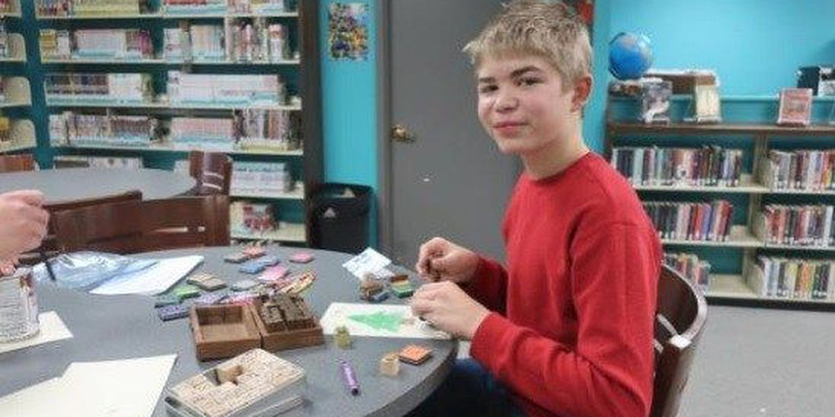 Teens make Christmas cards for soldiers overseas
