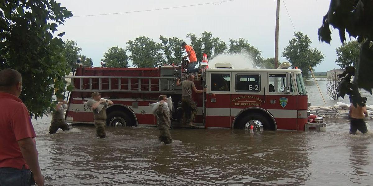 Voluntary evacuation follows sandbag breach in East Cape Girardeau, Ill.