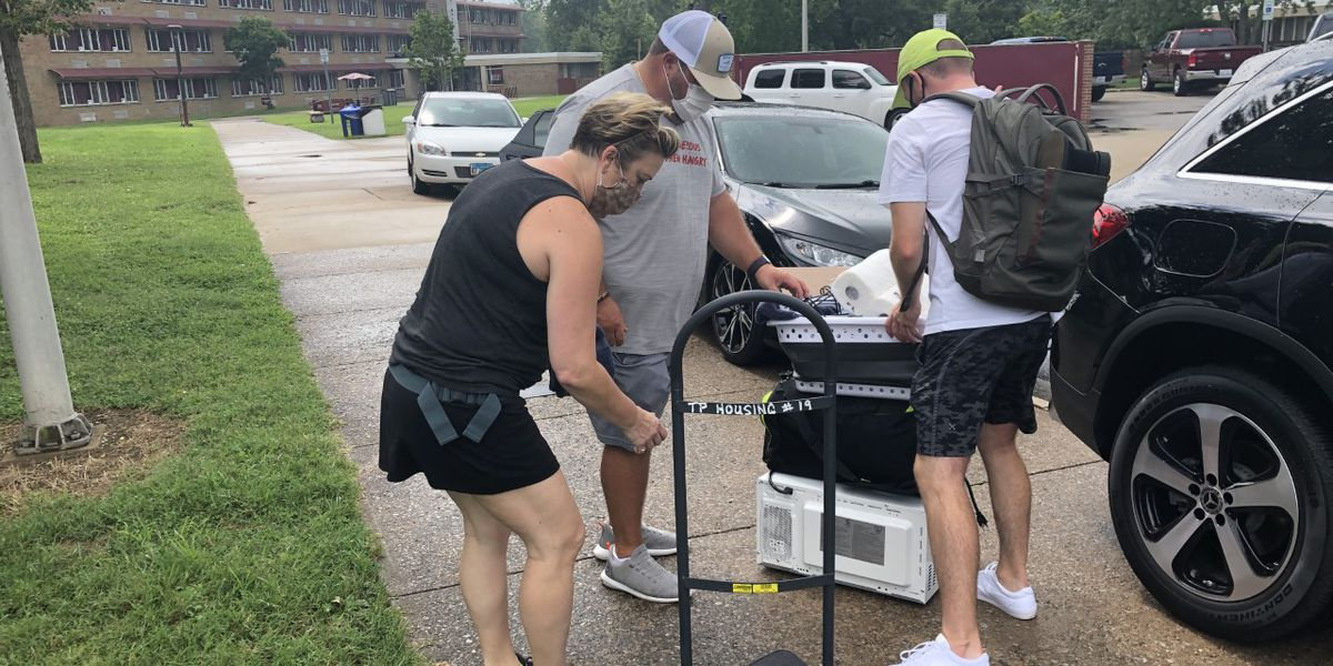 Students return to SIU campus with move-in modifications