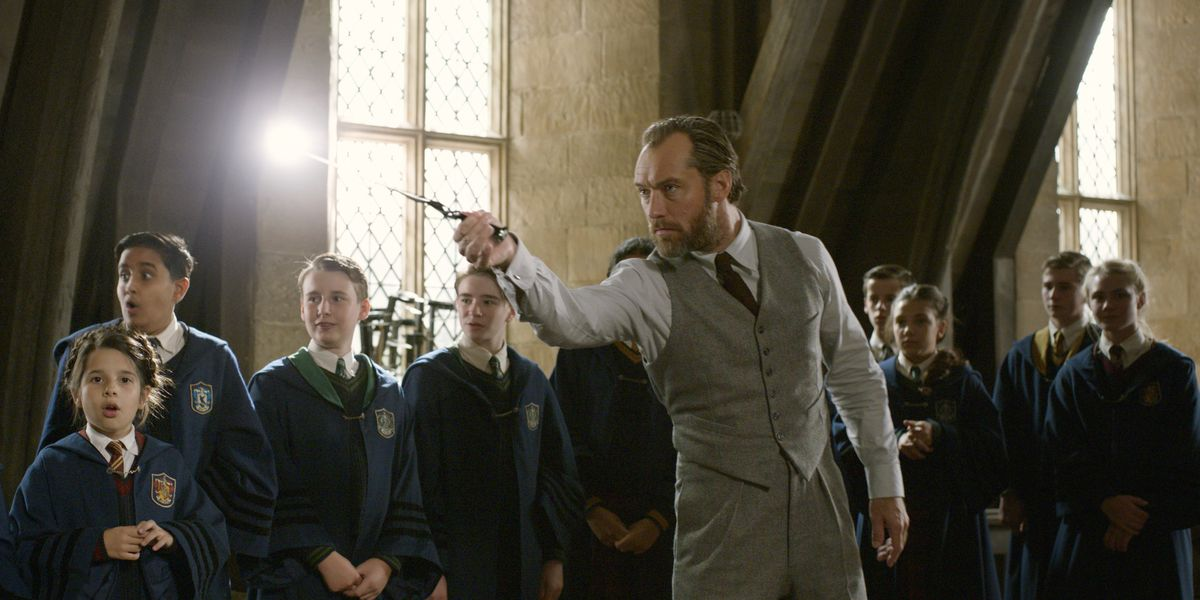 'Fantastic Beasts' flies to top of weekend box office