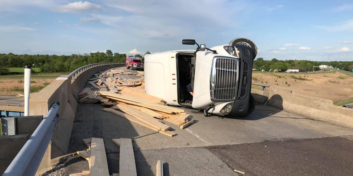 SEMI truck hauling lumber crashes on I-64 above I-57
