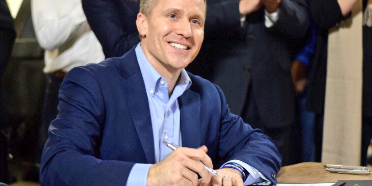 Missouri Governor Eric Greitens signs Right to Work Bill