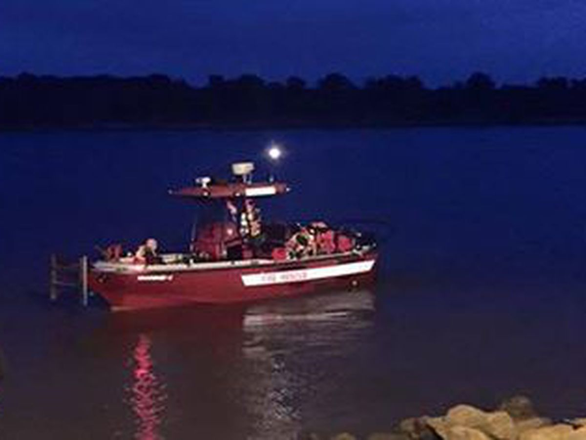 Fire crews tow stalled boat off Mississippi River