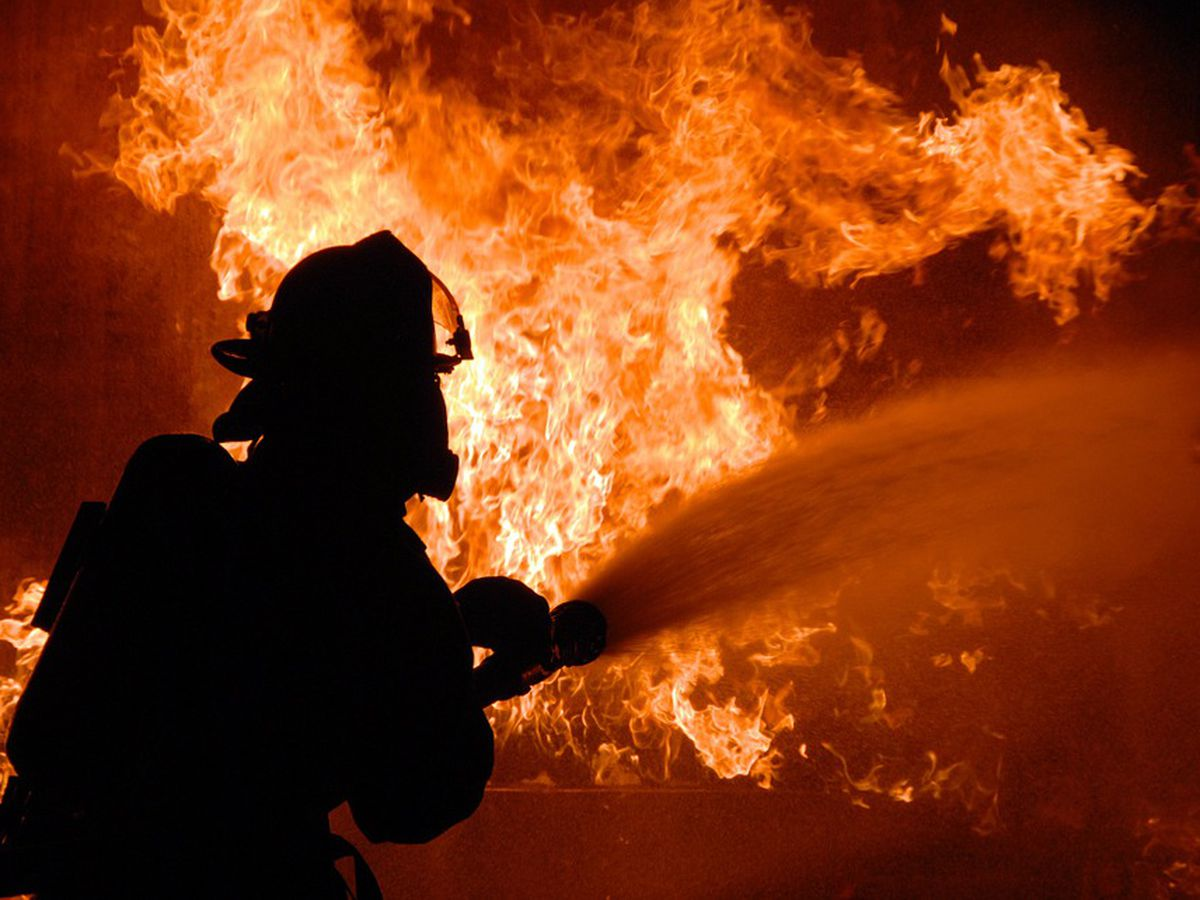 2 firefighters injured when wall of burning home collapses