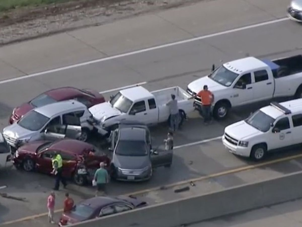 7 injured in I-55 pileup