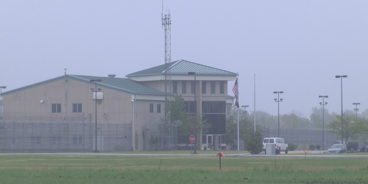 8 staff members attacked by offenders at Southeast Correctional Center in Charleston, Mo.