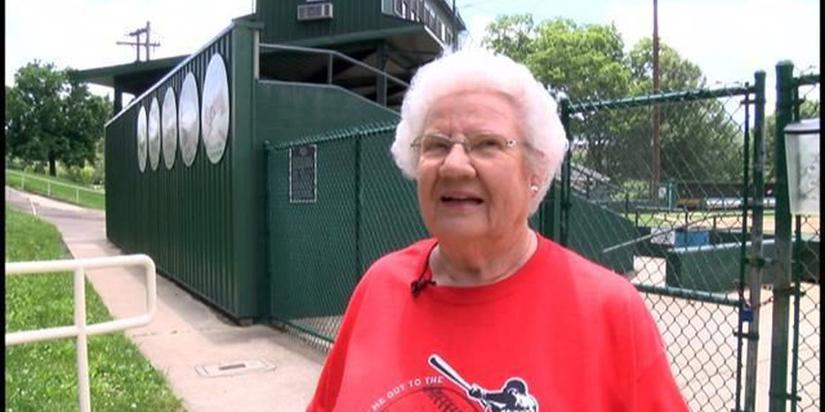 Retired Jackson teacher to throw out first pitch at Cardinals game