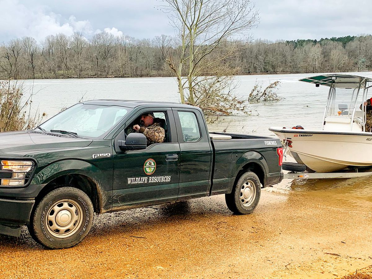 Search suspended, will resume Friday for 3 missing Heartland boaters
