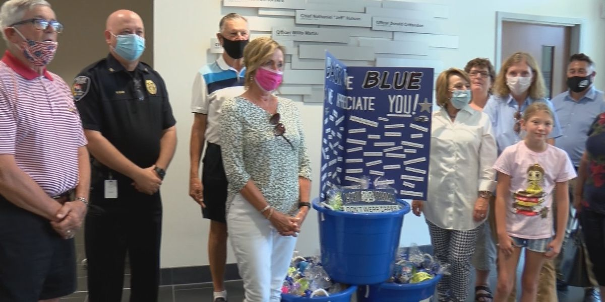 Group donates gift bags to Cape Girardeau police officers