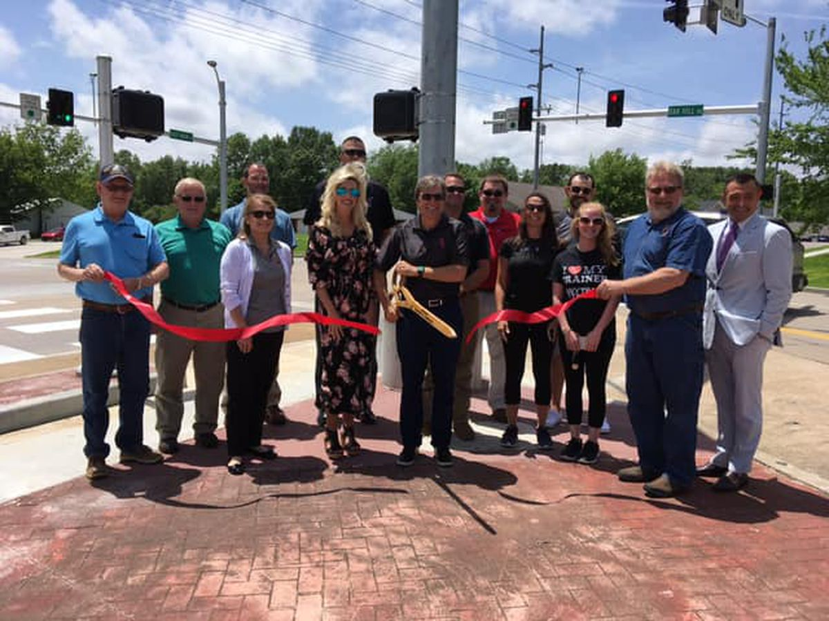 Jackson holds ribbon cutting for traffic signal