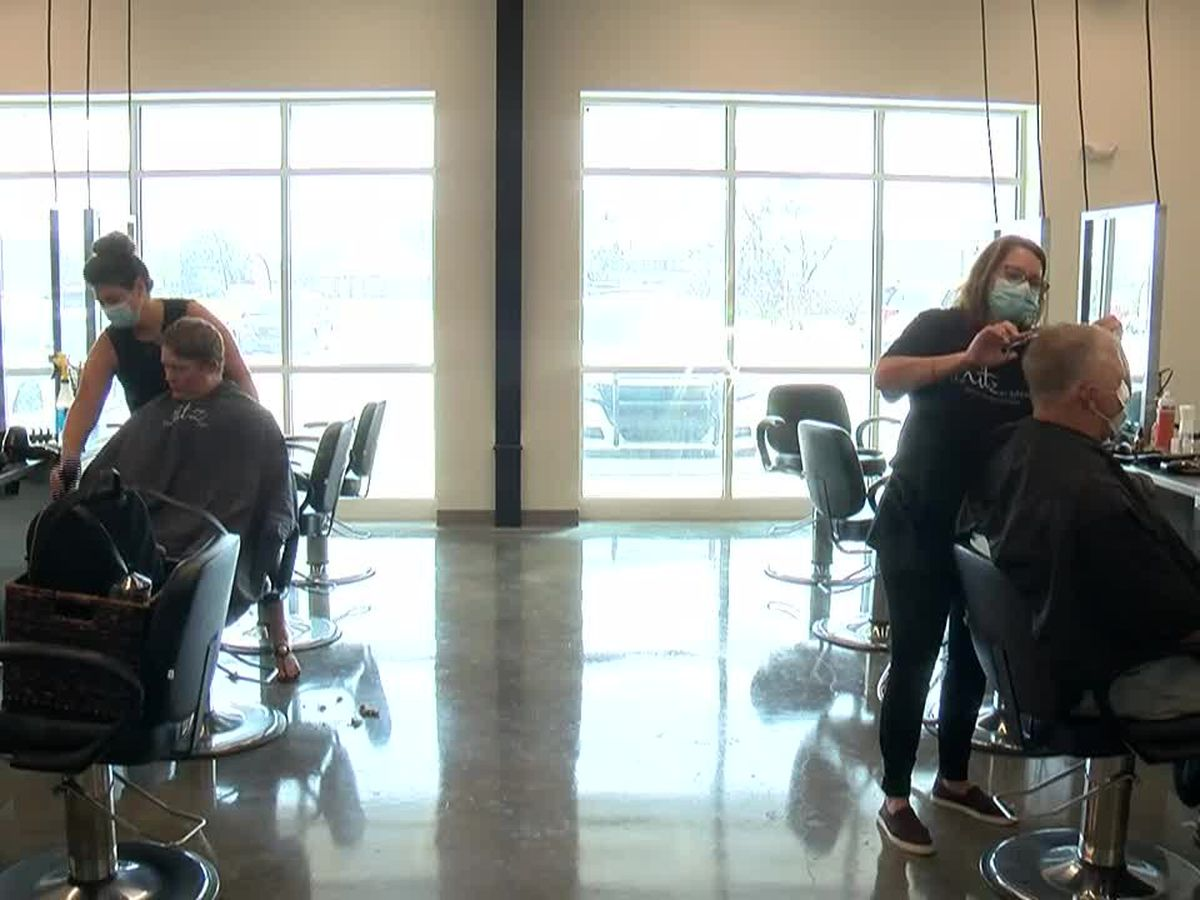 Heartland salon offers free haircuts for veterans