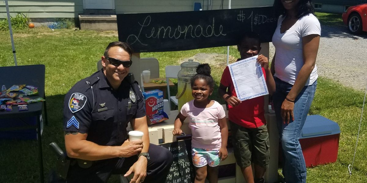 Mo. police officers visit 7-year-old's lemonade stand