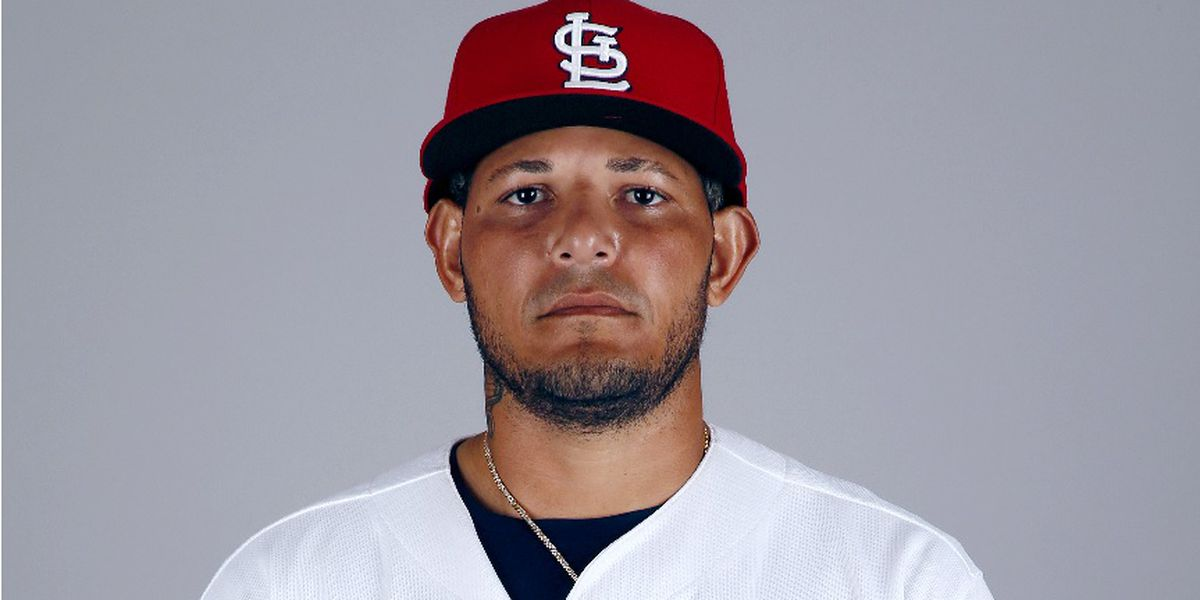 Cardinals Catcher Yadier Molina wins 9th Gold Glove